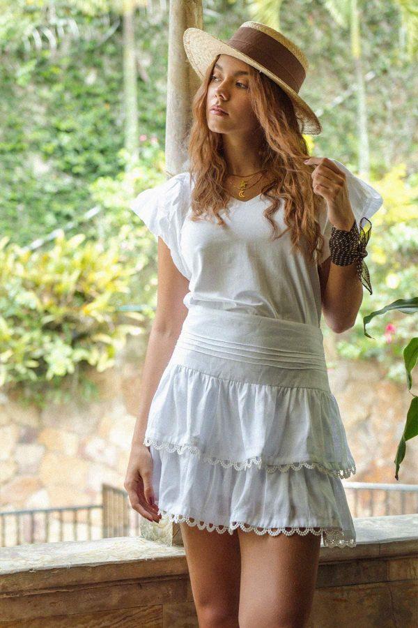 falda corta blanca en lino puro